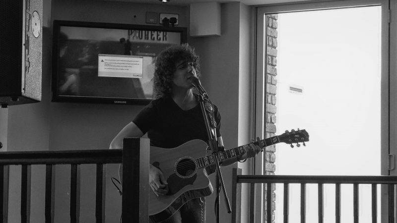 Coffeehouse Session – Josh Taerk